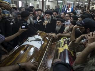 Aviones egipcios bombardean en Libia en respuesta al atentado contra cristianos coptos