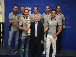 Amar recibe al club El Perdigal, ganador del XXV Campeonato del Mundo de Pesca