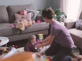 Un emotivo vídeo muestra un día normal desde las perspectivas de una madre y de su hija