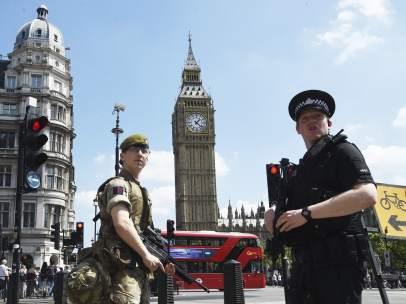 Soldados armados en Londres