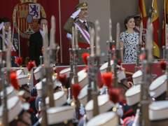 Los reyes presiden el desfile de las Fuerzas Armadas