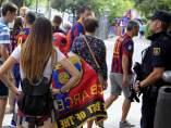 Aficionados y Policía en el Calderón