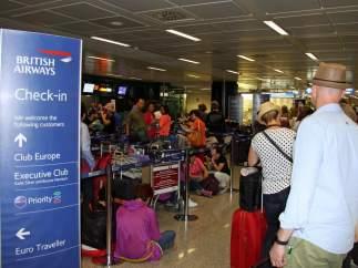 Pasajeros en tierra, maletas perdidas: sigue el caos en British Airways, que intenta recuperarse