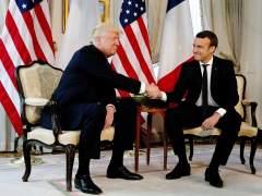 Macron explica por qué aguantó el temible apretón de manos de Trump