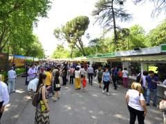 Una 'youtuber' consigue la cola más larga en la Feria del Libro