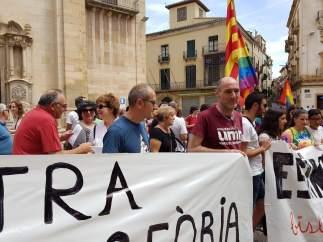 Protesta ante la iglesia de Tàrrega (Lleida) contra el obispo de Solsona.