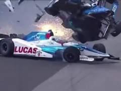 Dixon destroza su monoplaza tras chocar con Howard en la Indy 500