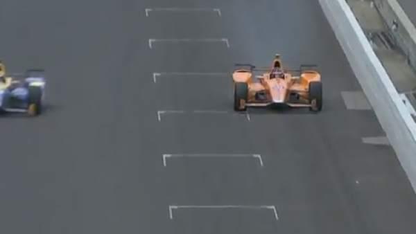 Alonso abandona en Indianápolis