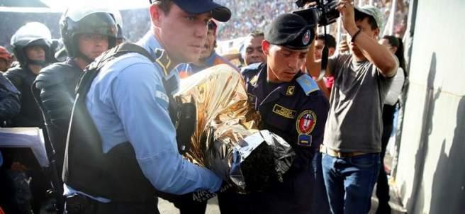 Avalancha en el  Estadio Nacional de Tegucigalpa, Honduras