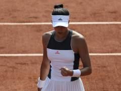Muguruza comienza con buen pie la defensa del título en Roland Garros