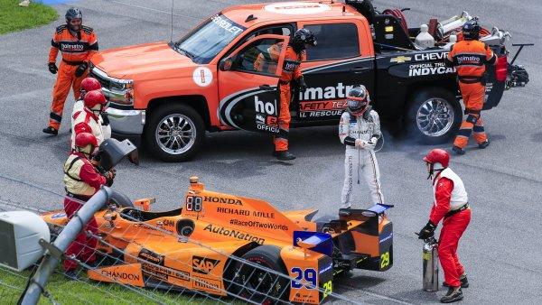 Alonso, KO en las 500 Millas