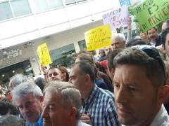 Protestas a las puertas del pleno de Sanxenxo (Pontevedra)