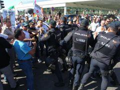 Huelga de taxis | Directo: primeros encontronazos con la Policía en Madrid