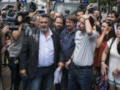 Pablo Iglesias, víctima de un huevazo durante la marcha de taxistas
