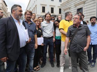 Iglesias se reúne con los taxistas