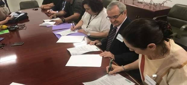 García firma convenios con Cruz Roja y la Asociación Española contra el Cáncer