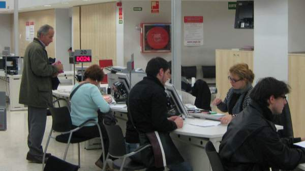 El paro en catalu a baja en personas en mayo hasta for Oficinas soc barcelona