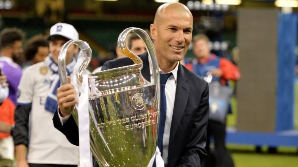 Zidane sujeta la duodécima