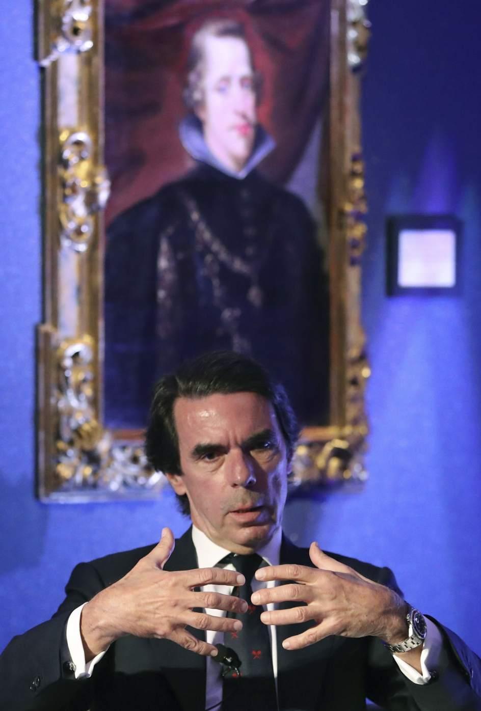 Aznar dice que dos mandatos de Rajoy