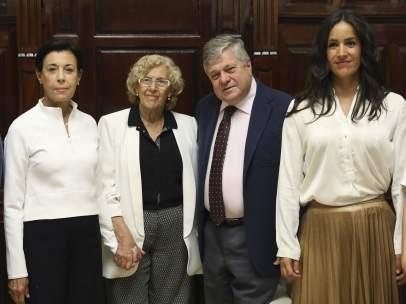 Manuela Carmena recibe a los padres de Leopoldo López