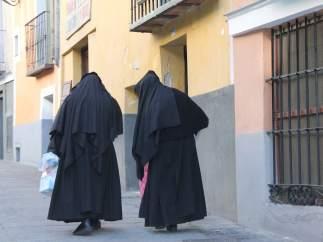 """La Policía busca a un hombre que le rompió la nariz a una religiosa tras gritarle """"por monja"""""""