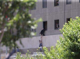 Atentado en el Parlamento iraní