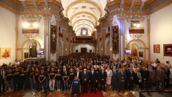 Foto de familia de todos los integrantes del proyecto deportivo de la UCAM