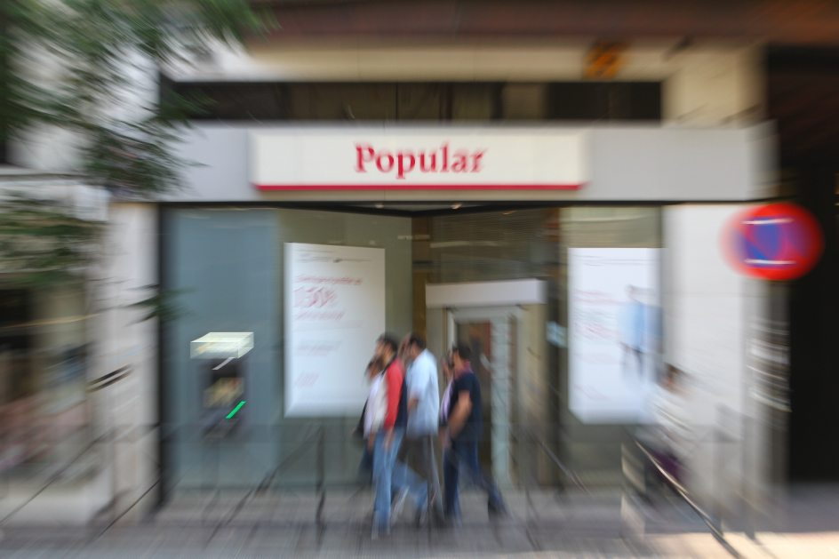 Marea de querellas contra el popular nos vend an a for Oficinas banco popular madrid