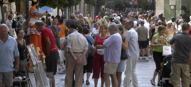 La Policía identifica a 800 turistas por falsas intoxicaciones en las islas Baleares