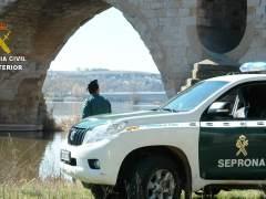 Sorprenden a dos furtivos cazando aves protegidas con pegamento