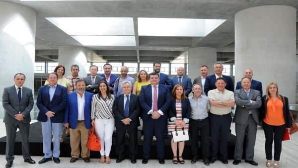 Nota De Prensa Y Fotografía: Cajagranada Fundación Y Bmn Impulsan A 9 Grupos De