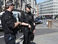 Detienen a un joven de 15 años por atacar con ácido a seis personas en Londres