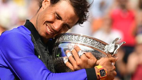 Nadal abraza su décimo Roland Garros