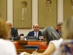 En directo | Guindos comparece en el Congreso para explicar la crisis financiera y replicar a Rato