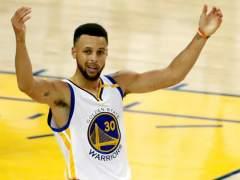 Multa de 50.000 dólares a Curry por lanzarle el protector bucal al árbitro