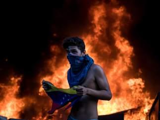 Incendian una sede del BBVA en Venezuela