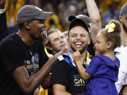 Durant y Curry, héroes de los Warriors