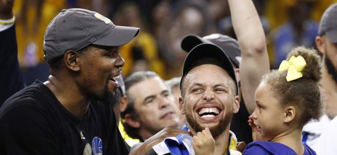 Durant y Curry, héroes de los Warriors