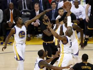 Gran defensa de los Warriors