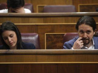 Montero e Iglesias en su escaño del Congreso