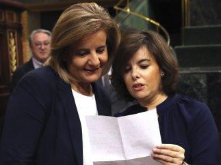 Saénz de Santamaría y Bánez conversan en el Congreso