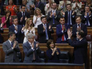 Ovación de la bancada popular a Rajoy