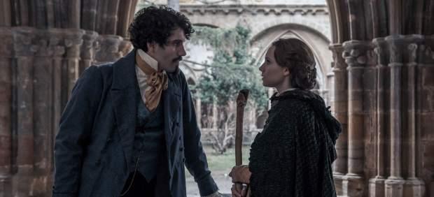 Tamar Novas y Aura Garrido en 'El Ministerio del Tiempo'