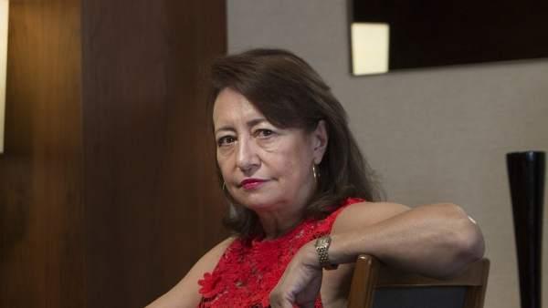 La escritora catalana Pepa Roma publica la novela 'Una familia imperfecta'.