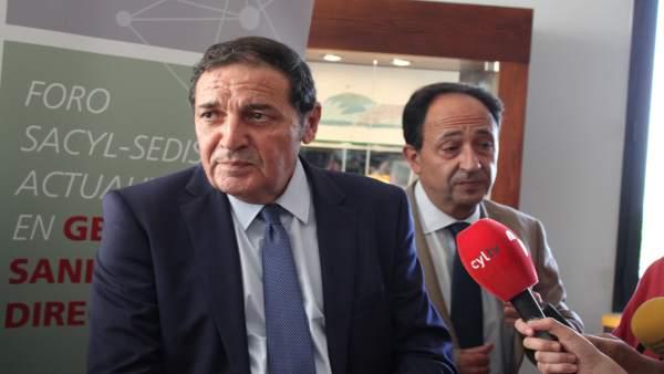 El consejero de Sanidad  junto al delegado de la Junta en Sori