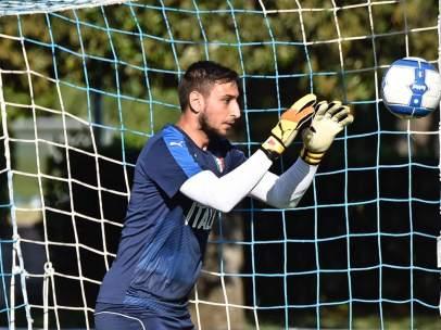 Donnarumma en un entrenamiento con la selección de Italia
