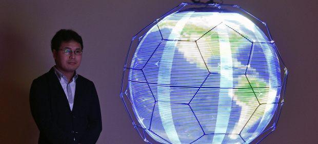 Dron esférico que proyecta imágenes LED