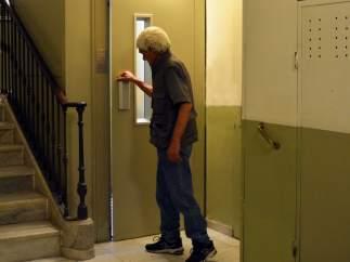 La instal·lació d'ascensors a finques antigues millora la qualitat de vida sobretot de gent gran.