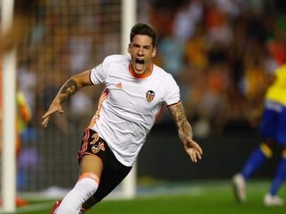 Santi Mina celebra uno de sus goles ante Las Palmas
