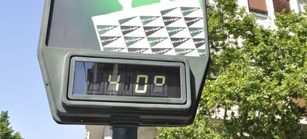Un termómetro marca 40 grados